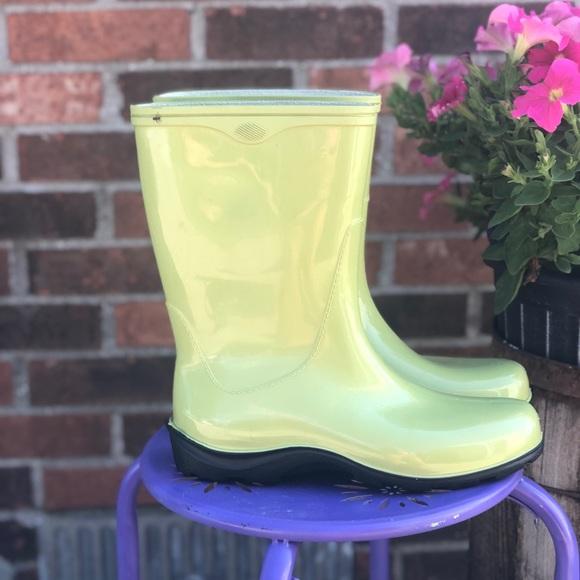 shoe stores watergardens